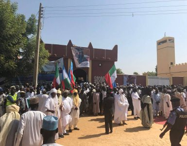 local-leaders-wait-to-greet-emir-at-kofa